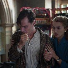 The Imitation Game: Benedict Cumberbatch con Keira Knightley in un drammatico momento del film