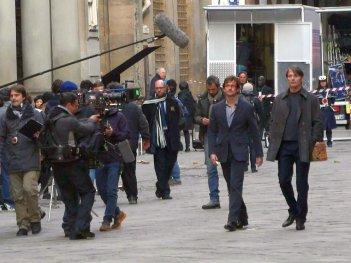 Hannibal: Mads Mikkelsen e Hugh Dancy girano una scena della stagione 3 davanti gli Uffizi