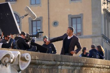 Hannibal: Laurence Fishburne a Firenze su Ponte Santa Trinita