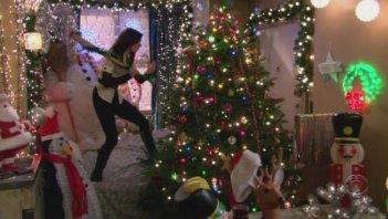 How I Met Your Mother: l'attrice Alyson Hannigan in una scena dell'episodio Natale fra amici