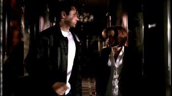 X-Files: David Duchovny e Gillian Anderson nella puntata intitolata Fantasmi