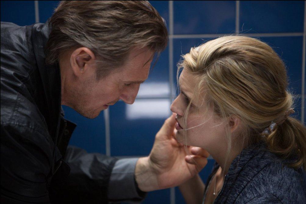 Taken 3 - L'ora della verità: Liam Neeson con Maggie Grace in una scena del film
