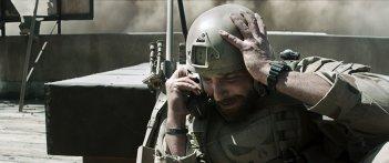 American Sniper: Bradley Cooper in una drammatica scena del film