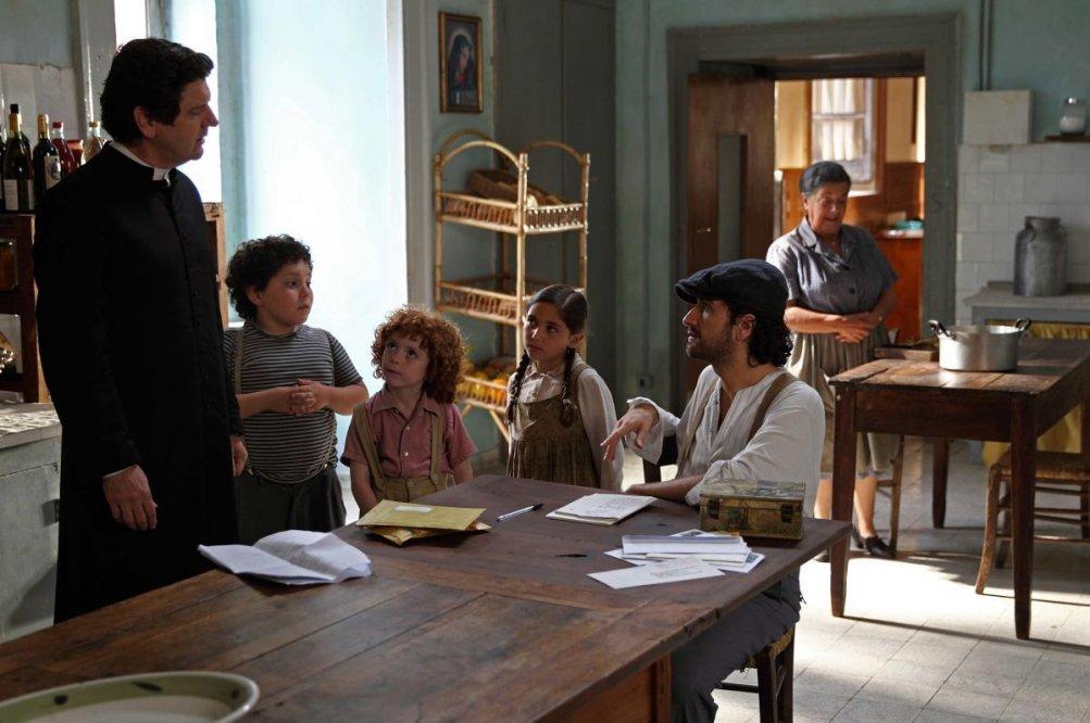 Si accettano miracoli: Alessandro Siani con Fabio De Luigi in un'immagine del film