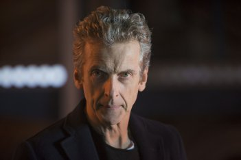 Doctor Who: il protagonista Peter Capaldi in una scena di Last Christmas