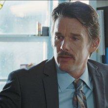 Boyhood: Ethan Hawke in una scena del film