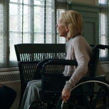 Ouija: Lin Shaye con Olivia Cooke in una scena del film horror