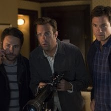 Come ammazzare il capo 2: Jason Bateman, Jason Sudeikis e Charlie Day in una scena del film