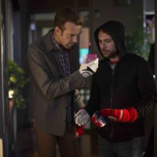 Come ammazzare il capo 2: Charlie Day e Jason Sudeikis in una scena del film