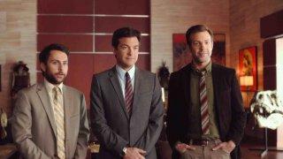 Come ammazzare il capo 2: Jason Bateman, Charlie Day e Jason Sudeikis imprenditori in proprio in una scena della commedia