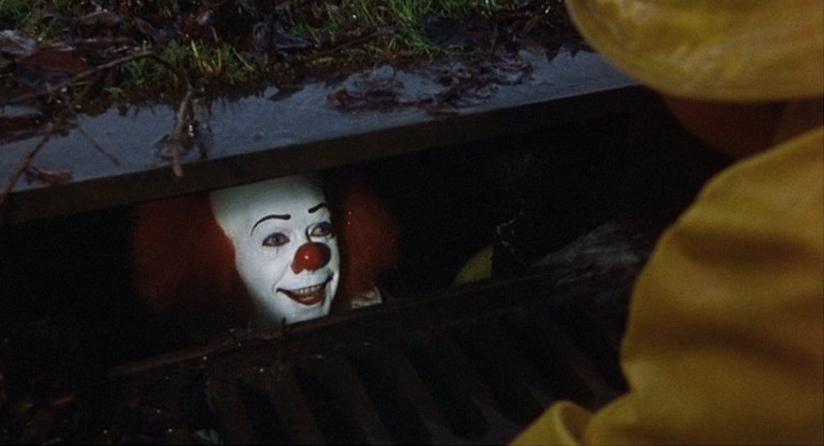 It: Tim Curry in un'immagine della serie tv del 1990