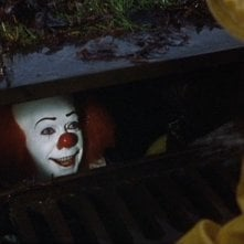 It: Tim Curry in un'immagine della serie tv del 1990