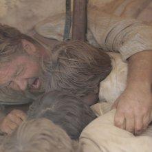 The Water Diviner: Russell Crowe in una scena del film si salva da una drammatica esplosione