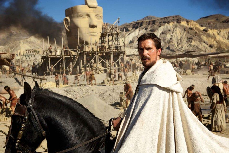 Exodus - Dei e Re: Christian Bale è Mosè in una scena del film biblico