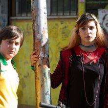 Banana: Marco Todisco nei panni di Banana in un momento del film insieme a Beatrice Modica