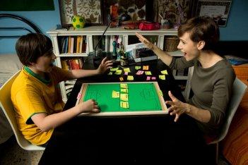 Banana: Marco Todisco insieme a Camilla Filippi in una scena del film
