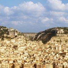 Italo: foto panoramica di Scicli in una scena del film
