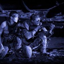 Mad Max: Fury Road, Tom Hardy si apposta di notte con  Charlize Theron in una scena del film