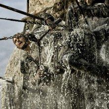 Mad Max: Fury Road, Tom Hardy in catene in una scena del film