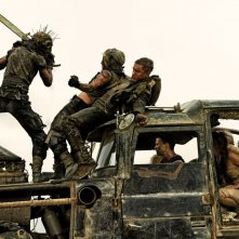 Mad Max: Fury Road, Tom Hardy con Charlize Theron in una concitata scena del film