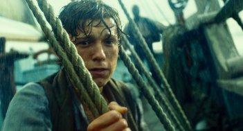 In the Heart of the Sea: Tom Holland impaurito in una scena del film