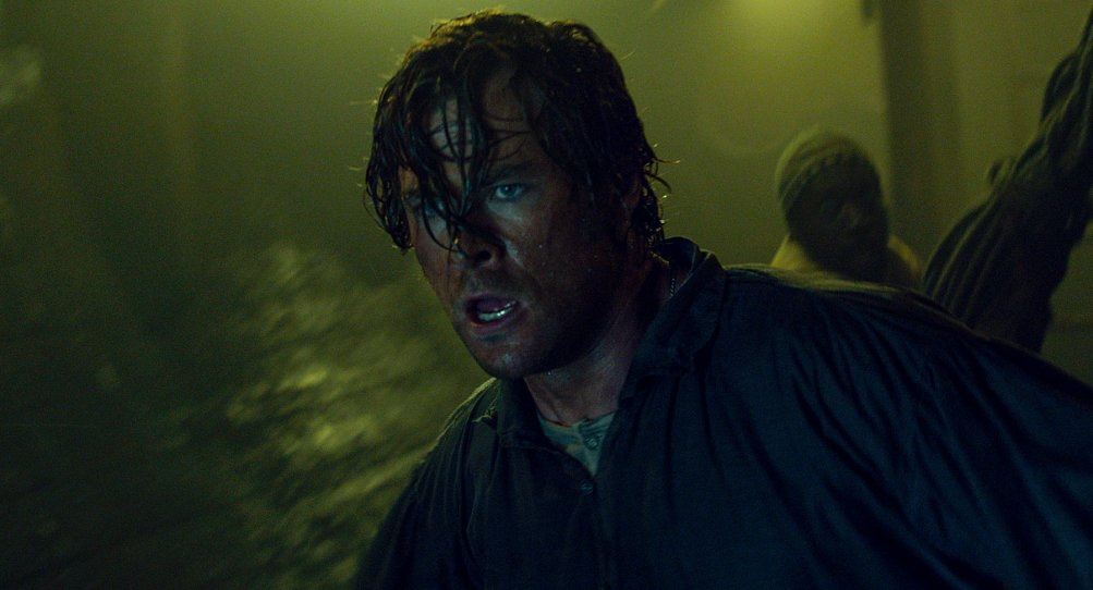 In the Heart of the Sea: Chris Hemsworth in un drammatico momento del film