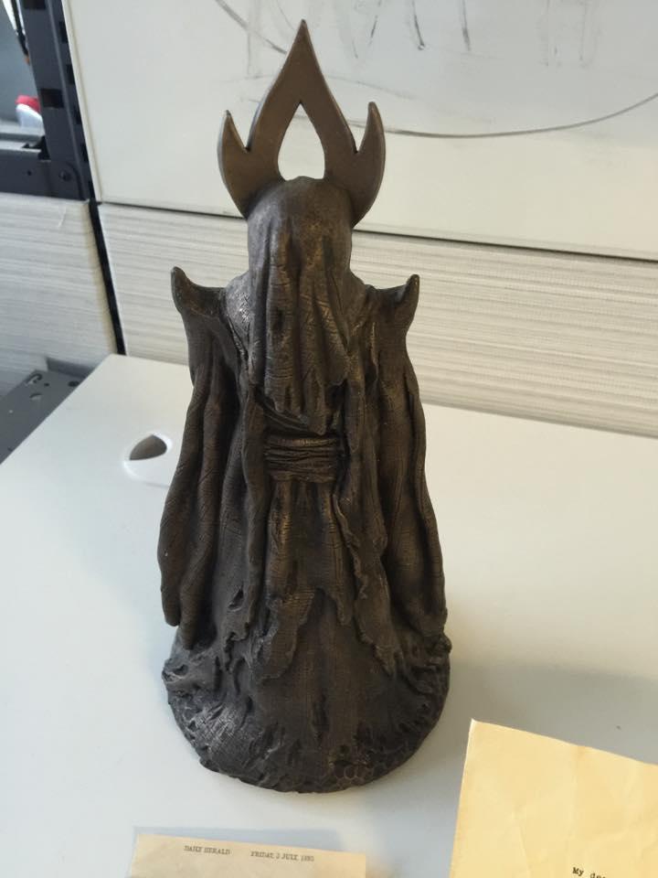 True Detective, la scultura inviata da Pizzolatto ad alcuni amici