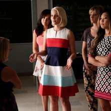 Glee: Lauren Potter, Naya Rivera, Dianna Agron, Heather Morris e Jenna Ushkowitz in Jagged Little Tapestry