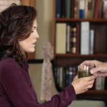 Forever: l'attrice Alana De La Garza in una scena dell'episodio Diamonds Are Forever