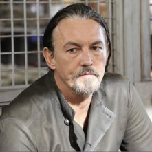 Revenge: Tommy Flanagan nell'episodio Abduction