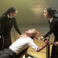 Constantine: Claire van der Boom, Matt Ryan e Angélica Celaya in The Saint of Last Resorts (2)