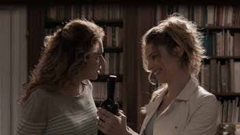 Il nome del figlio: Micaela Ramazzotti con Valeria Golino in un'immagine del film