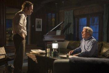Better Call Saul: Michael McKean e Bob Odenkirk in una scena della serie