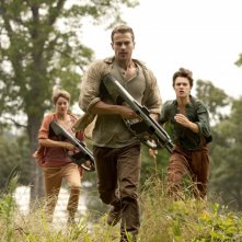 The Divergent Series: Insurgent - Theo James insieme a Shailene Woodley e Ansel Elgort in una scena del film