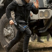 The Divergent Series: Insurgent - Jai Courtney corre senza sosta in una scena del film