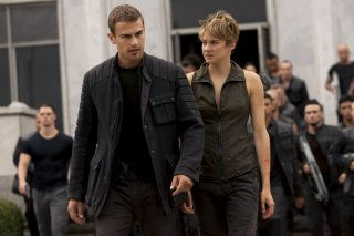 The Divergent Series: Insurgent - Shailene Woodley con Theo James in una scena