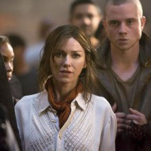 The Divergent Series: Insurgent - Naomi Watts con Jonny Weston in una scena del film