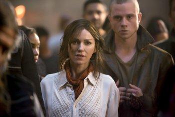 The Divergent Series: Insurgent - Naomi Watts con Jonny Weston in una scena del film
