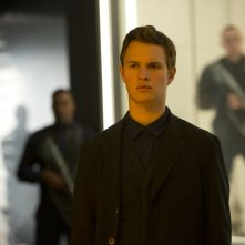 The Divergent Series: Insurgent - Ansel Elgort in una scena del film