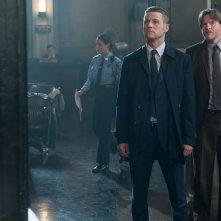Gotham: Ben McKenzie e Donal Logue in una scena dell'episodio What the Little Bird Told Him