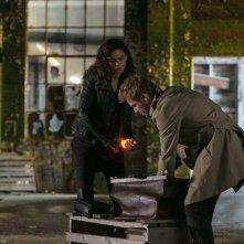 Constantine: Angélica Celaya e Matt Ryan nella puntata intitolata Quid pro Quo