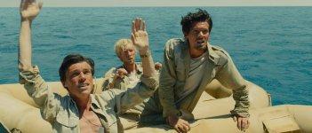 Unbroken: Jack O'Connell, Domhnall Gleeson e Finn Wittrock naufraghi in cerca di aiuto in una scena del film
