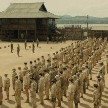Unbroken: il campo di prigionia giapponese in una scena del film