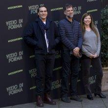 Vizio di forma: Joaquin Phoenix, il regista Paul Thomas Anderson e la produttrice Joanne Sellar al photocall romano