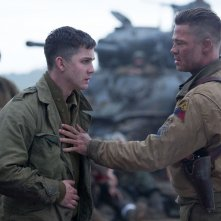 Fury: Brad Pitt con Logan Lerman in una scena del film