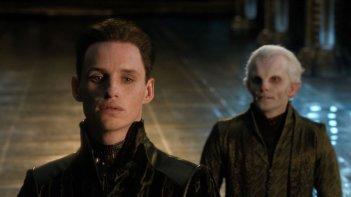 Jupiter - Il Destino dell'Universo: Eddie Redmayne nei panni di Balem in una scena del film