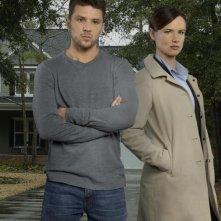 Secrets & Lies: Ryan Phillippe e Juliette Lewis in una foto promozionale della serie
