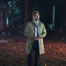 Constantine: Matt Ryan interpreta John Constantine nell'episodio A Whole World Out There