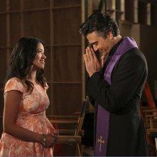 Jane the Virgin: Gina Rodriguez e Jaime Camil nell'episodio intitolato Chapter 11