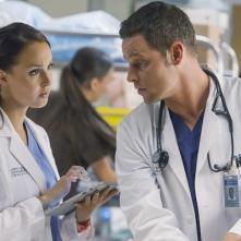Grey's Anatomy: Camilla Luddington e Justin Chambers in una scena della puntata intitolata Where Do We Go From Here?